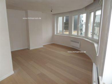 Gerenoveerd appartement met één slaapkamer gelegen in het centrum van Sint-Idesbald en slechts op enkele stappen van het strand.  Het appartement b...