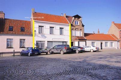 CHARMANT gerenoveerd woon- en handelshuis op de Markt van Lissewege!  INDELING:   Gelijkvloers:   Ruime inkomhal...
