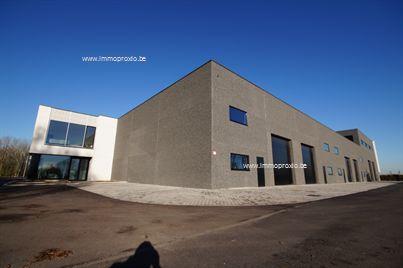 AFWERKING  :Betonconstructie, geïsoleerde (10cm isolatie)wandelementen in beton, gewapende betonvloer (15 cm), geïsoleer...