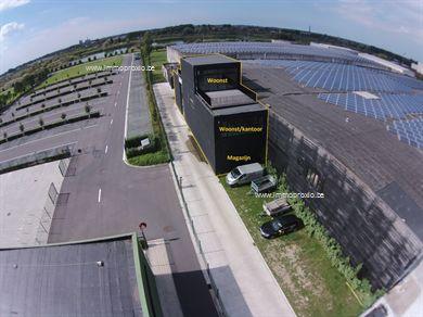 INDELING:     Gelijkvloers (191m2):  Opslagruimte/Magazijn - parkeerplaats.    E...