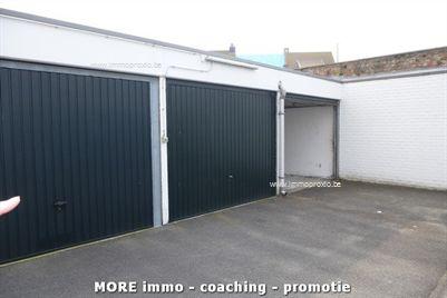 Gesloten garagebox in afgesloten garagecomplex omgeving Westkapellestraat.