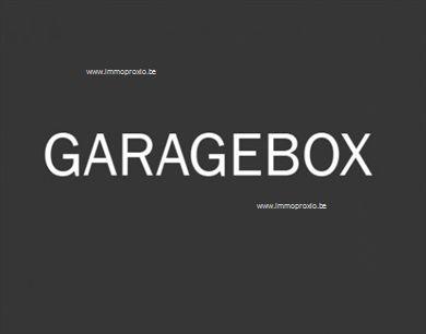 Garagebox in garagecomplex gelegen achteraan Res. Flora.