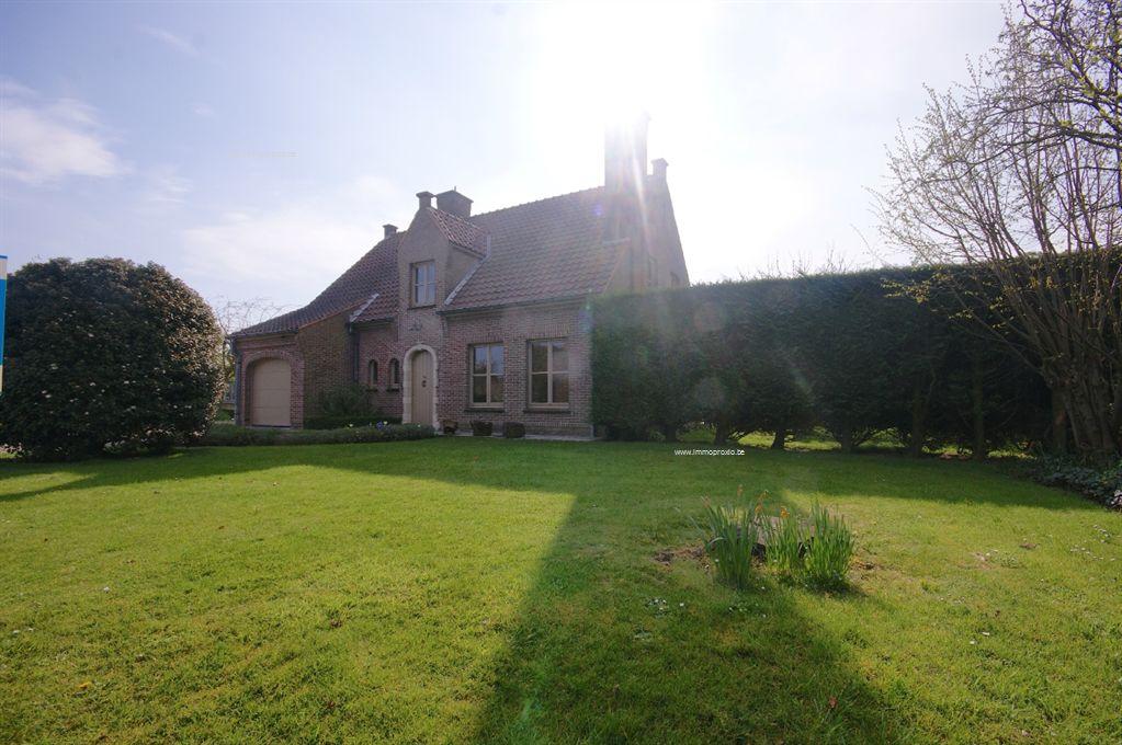 Instapklare VILLA met 3 slpks, bureel, garage en tuin met ZUIDgericht terras te Lissewege!  INDELING:   Gelijkvloers: </...