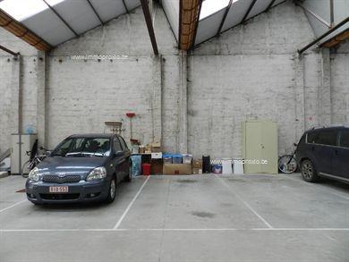 BINNEN AUTOSTANDPLAATSTE KOOP :  - Afmetingen : +/- 3 m op 5m50 Autostandplaats binnenin een grotere loods ; - Nummer 5 = 5e lin...