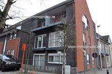 Te Opwijk bieden wij U een verzorgd duplexappartement te huur aan.  Het appartement bestaat uit een inkom, berging, apart toilet, leefruimte met op...