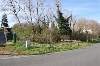 Mooi stuk bouwgrond van 7a68ca te koop.  Het stuk grond is ideaal en rustig gelegen in de Yvonnelaan, te Oostduinkerke. Geen bouwverplichtingen. Ne...