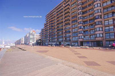 Kwalitatief afgewerkt appartement op TOPligging op de Zeedijk van Knokke met 2 zonneterrassen, garage, 2 badkamers en 2 ruime slpks!  ...
