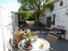 Indeling: inkomhal, woonkamer, keuken (spoeltafel, oven, vitrokeramische kookplaat, dampkap), toilet, berging met doorgang van straat naar tuin , 2...