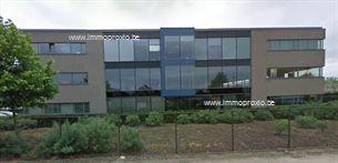 Instapklare kantoren te Melle. Vlotte bereikbaarheid via de E40 en de R4. Goede zichtbaarheid vanaop de E40.