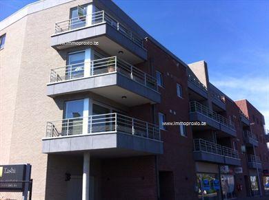 Te centrum Buggenhout bieden wij U een zeer mooie penthouse te huur aan.  Het appartement bestaat uit een inkomhal, leefruimte voorzien van airco, ...