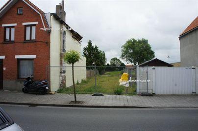 Bouwgrond voor het bouwen van een bel etage woning zeer goed gelegen in het oude Knokke, nabij het centrum.  Prachtige ligging en met een grondoppe...