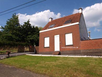 Te renoveren woning  op een  prachtig stuk grond van 1025 m².   Gelegen in het  mooie en landelijke T...