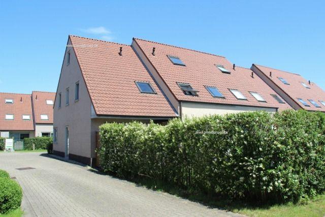 Verzorgde woning, half-open bebouwing,  op een rustige ligging nabij het centrum van De Haan. De woning omvat inkomen met wc, living met ingerichte...
