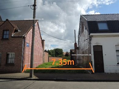 Centraal gelegen bouwgrond voor gesloten bebouwing 521m². Geen bouwverplichting. 2 bouwlagen + dak (gelijkvl 20m diep, verdiep 12m diep). Mogelijkh...