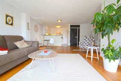 Samenstelling: inkomhal, toilet, open keuken, wasplaats, woonkamer met groot zonnig terras, één volwaardige slaapkamer met terrasje, badkamer me...