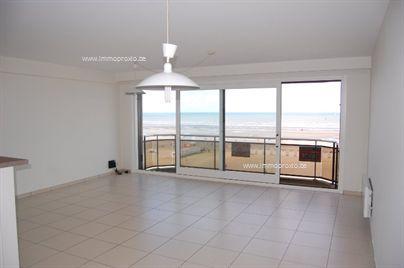 Ruim 2 slaapkamer appartement te huur op jaarbasis. Dit gerenoveerd appartement op de 5de verdieping van de res. Dominique is centraal gelegen op d...