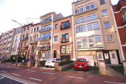 Instapklare woning met 4 slpks, 2 badkamers, garage en ZUIDgericht terras in Blankenberge op wandelafstand van de ZEEDIJK!  INDELING:<...