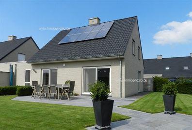 Moderne KOPPELWONING, bestaande uit : inkomhall met gastentoilet, ruime & lichtrijke living 36m², modern ingerichte halfopen keuken 12m² met...
