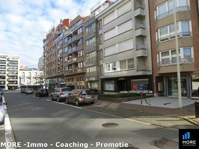 Stijlvol woonappartement in hartje Knokke vlakbij het strand en het gezellige Rubensplein. Het appartement bestaat uit een inkomhal met vestiaireka...