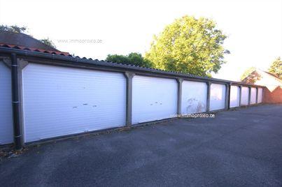 Garagebox in het CENTRUM van Brugge!    Opmerkingen:    - 2 garageboxen beschikbaar!