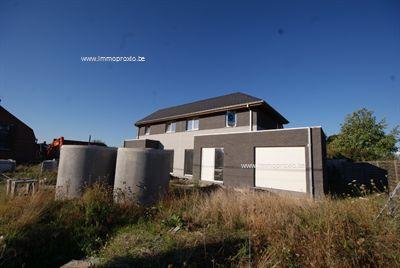 AFGEWERKTE nieuwbouwwoning met 3 slpks, garage én ZUIDWEST-gerichte tuin met schitterend UITZICHT over de velden!   BEZOEKMOMENT 22/...