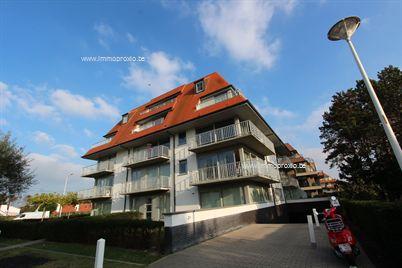 Zéér knus woonappartement met 1 slaapkamer te huur op de rand van de residentiële villawijk te Nieuwpoort. Ongemeubeld en ideaal gelegen voor de me...