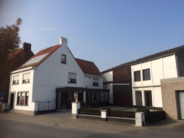 Huis met magazijn te koop leegstraat 12 oostrozebeke ref for Huis met paardenstallen te koop