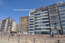 sDit prachtig recent appartement op de zeedijk bestaat uit: living met zeezicht en terrasje, open keuken,3 slaapkamers (2x dubbel bed, 1x 2 stapelb...