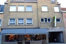 Dit appartement van 120 m² is gelegen op de 1ste verdieping van een kleinere residentie in het centrum van Ingelmunster. Met de lift of trap komen ...