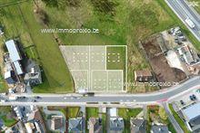 Deze zuid-west gerichte bouwgrond is gelegen vlakbij de Wettersesteenweg en het centrum van Oosterzele en heeft een tot...