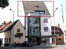Gezellig duplexappartement, bestaande uit : inkom met apart toilet, living met open keuken, 2 terrassen, berging aan de keuken, wasplaats, badka...