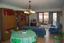 Ruim 2-slaapkamer appartement te koop. Het appartement is centraal gelegen in Oostduinkerke-Bad, vlakbij de Zeedijk en het strand. Indeling: Inkom,...