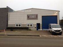 Verzorgd magazijn van 630 m² met alle voorzieningen. Te huren in zijn geheel of in delen. Het magazijn beschikt over: rolbrug, oprit, bureelruimte ...