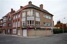 Lichtrijk, op te frissen appartement dichtbij het centrum en station van Menen. Dit appartement bestaat uit een inkomhal, ruime leefruimte en ke...