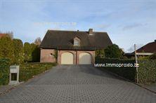 Uitzonderlijkevilla gelegen op een rustige locatie in Menen met een oppervlakte van liefst 2.188 m². Deze karaktervolle woning is p...