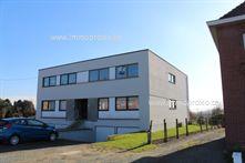 CONTACTEER KRISTOF 0484/848486 VOOR MEER INLICHTINGEN OF EEN BEZOEK ! Dit pas gerenoveerde appartement is gelegen in een kleine residentie van 4 ap...