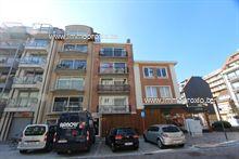 Ruim appartement met 2 slaapkamers te huur in de residentie Torre Del Mar te Nieuwpoort-Bad. Genieten vanuit uw zetel van het zijdelingse zeezicht ...