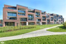 Dit tweeslaapkamer appartement is gelegen op het gelijkvloers van de residentie Park View III en heeft een bewoonbare oppervlakte van 94m². <...