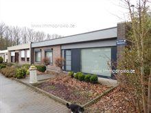 Op wandelafstand van centrum en station Zottegem vinden we deze rustig gelegen en instapklare woning. Deze woning omvat een inkomhall, een gezellig...