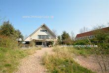 Deze recent gebouwde exclusieve en erg ruime (meer dan 600 m² bewoonbare oppervlakte)  villa is gelegen op een bouwgrond van 1620 m², ruime inkomha...