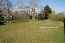 Residentieel gelegen bouwgrond van 1170 m² te koop. Dit perceel is uitermate gunstig en rustig gelegen, nabij de plaatsduinen van Oostduinkerke. Ge...