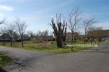 Residentieel gelegen bouwgrond te koop. Dit perceel is uitermate gunstig en rustig gelegen in een villawijk nabij de Plaatsduinen van Oostduinkerke...