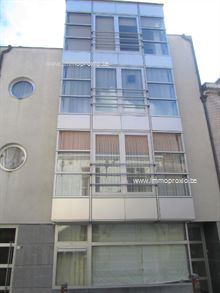 Ruim en instapklaar tweeslaapkamerappartement op de derde verdieping van de Hospitaalstraat 15, vlakbij de markt van Zottegem. Het appartement verk...