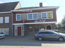 Café Bellamie is gunstig gelegen en biedt heel wat ruimte. Het café is toegankelijk voor rolstoelgebruikers. Aanwezigheid van zaal + bar, met evene...