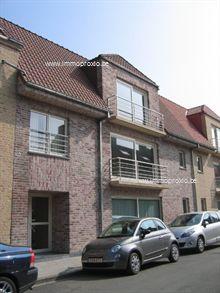 omvattende een inkomhal met vestiaire, een klare living met zuidgericht balkon, een modern ingerichte open keuken, een moderne badkamer, een apart ...
