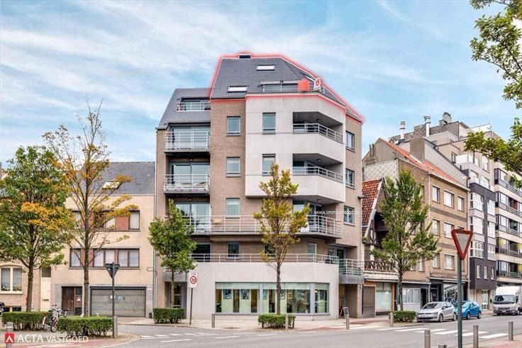 Knus dakappartement met 1 slaapkamer; opp. 59m² + 10m² terras! Op een boogscheut van van het strand en het bruisende centrum van Oostende! Fietsenb...