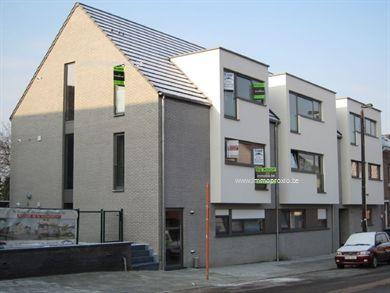 Eén slaapkamer appartement, 80 m2 + 8 m2 terras op tweede verdieping in stijlvol nieuwbouw complex te Burcht. Prijs inclusief ondergrondse autostaa...