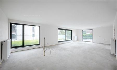 Twee slaapkamer appartement, 122 m2 + 17 m2 terras + tuin 75 m2 op beneden verdieping in stijlvol nieuwbouw complex te Burcht. PRIJS INCLUSIEF ONDE...