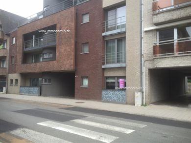 Prachtig, modern, recent gelijkvloersappartement in het hartje van Geel. Het appartement omvat:inkomhal, ruime woonkamer met aangrenzend terras, vo...