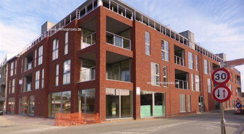 Nog slechts 1 appartement met garage en 1 handelsruimte BESCHIKBAAR ! Prijzen vanaf 249.400 euro (grond + constructie), zonder kosten. Oppervlaktes...